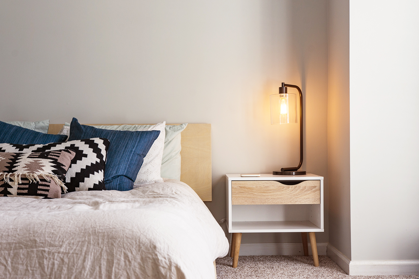 5 guest room essentials